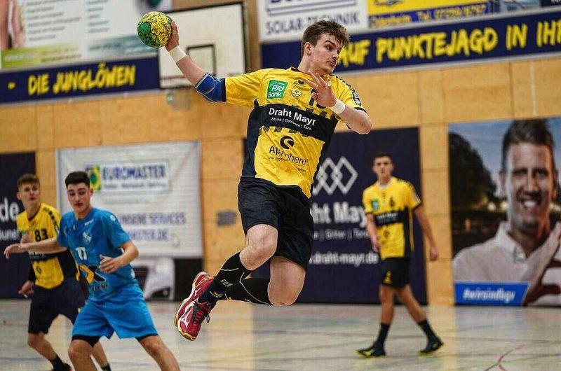 Valentin Neagu fiul lui Costică Neagu, fost component la naționalei României,probabil cel mai valoros handbalist vrâncean din toate timpurile.Foto:cvmedia.ro