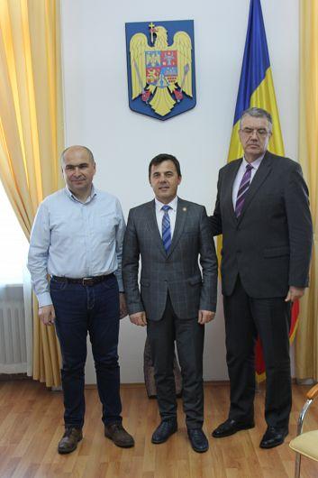 Foto În comparație cu risipa de la Focșani, municipalitatea de la Oradea, prin primarul Ilie Bolojan, punepe primul loc investițiile și deschiderea către cetățean