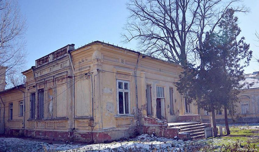 O casa din Focsaniul uitat (strada Cuza Vodă nr 6) care sta sa se darime.