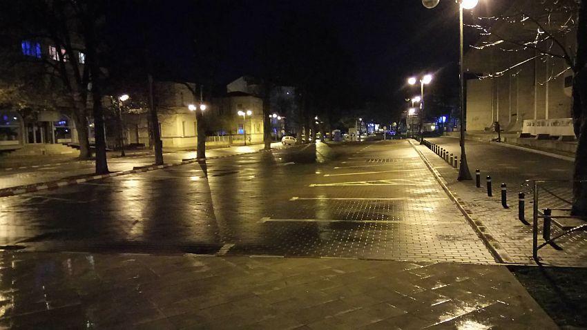 Casa Sindicatelor - seara- parcare!Dar unde dispar masinile! Seara de seara, noapte de noapte?!Foto:Împreună Pentru Moldova - Vrancea