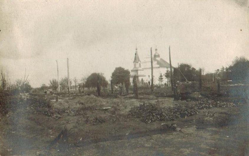 1917, august. Mărășești. Cimitir din localitate după bombardament.Sursa foto: ANR, SJAN Mehedinți, Colecția de Documente Fotografice, fotografia 4-2