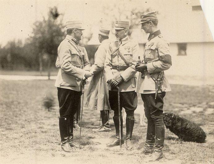 <1917>. Principele moștenitor Carol și generalul Constantin Prezan.Sursa foto:  ANR, SANIC, Colecția Documente Fotografice, formatul I, fotografia 78