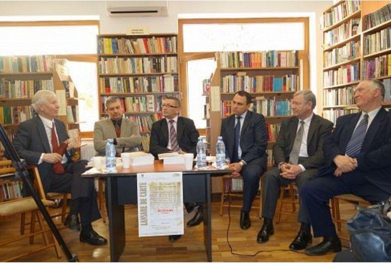 Foto: Vicepreședinții Consiliului Județean Vrancea, Eugen Simion etc. la lansarea unui volum plagiat de Abeaboeru