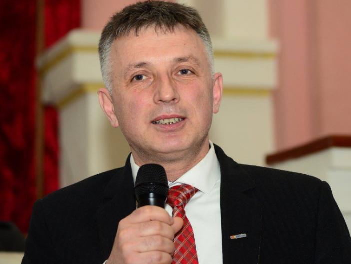 Liviu Bostan profesor, consilier județean  se va afla pe locul al patrulea pe lista de candidați ai Partidului Național Liberal în județul Vrancea, la Camera Deputaților la alegerile parlamentare din 6 decembrie 2020