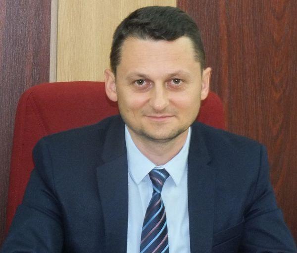 Cristi Irimia, fost consilier județean PNL și un apropiat al președintelui ConsiliuluI Județean, Cătălin Toma, ar putea să-l înlocuiască în funcția de prefect pe Gheorghiță Berbece, în cazul în care postul în Vrancea, va fi păstrat de PNL