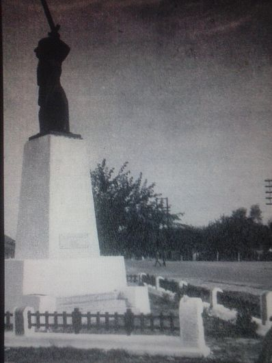 "Monumentul istoric""Statuia Victoriei""· Reper istoric Colecția Petru Mincu"