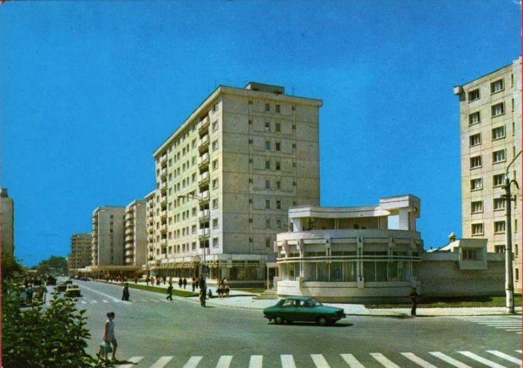 Focșani 1979: Intersecția B-dul Unirii cu str Ștefan cel Mare, zona Lactovegetarian, ulterior Restaurantul Central, acum PACO. Foto:Fotbalul Vrancean Amintiri