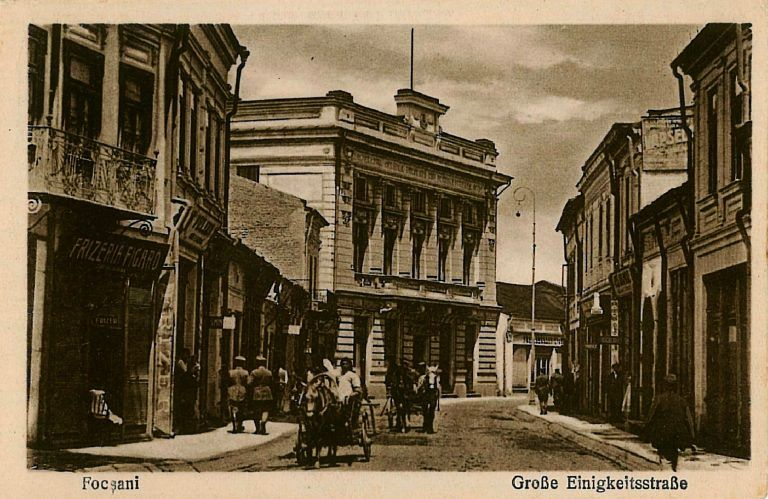 Foto:Foto:Strada Mare, cu banca Economia în fundal, surprinsă într-o ilustrată germană