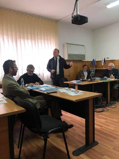 Prof.dr. R.Săcreieru și  conf.univ.dr. C. Neacșu-în picioare