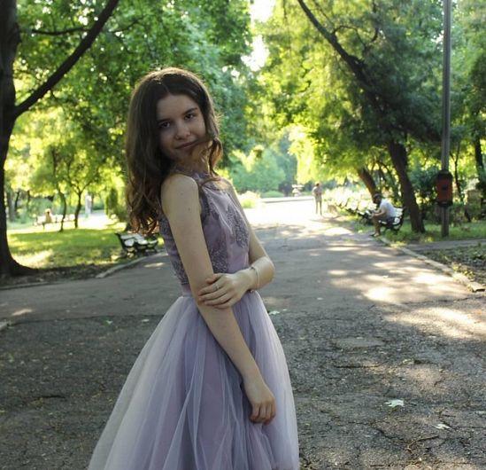Diana Bădărău , absolventă a Colegiul Național Al.I.Cuza Focșani  a obținut media generală 10 , la examenul de Evaluare Națională 2019