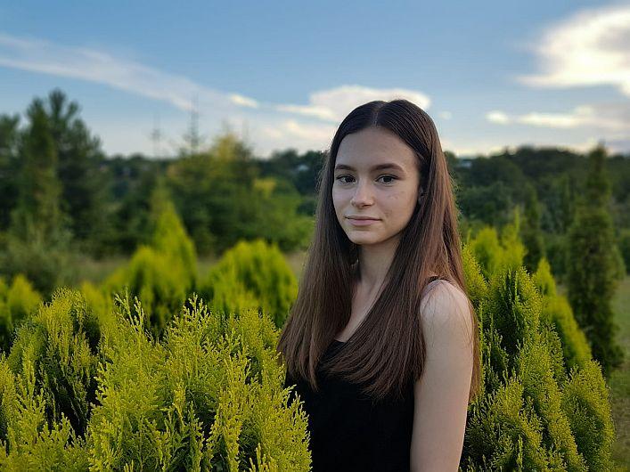Elena Sartore , absolventă a Colegiul Național Al.I.Cuza Focșani  a obținut media generală 10 , la examenul de Evaluare Națională 2019