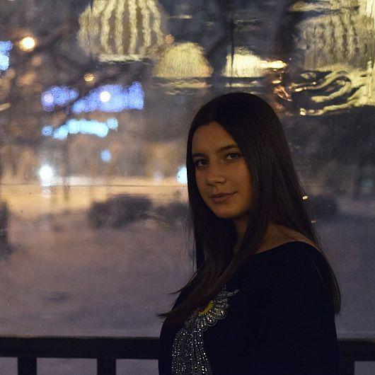Alexandra Ifrim , absolventă a Colegiul Național Al.I.Cuza Focșani  a obținut media generală 10 , la examenul de Evaluare Națională 2019