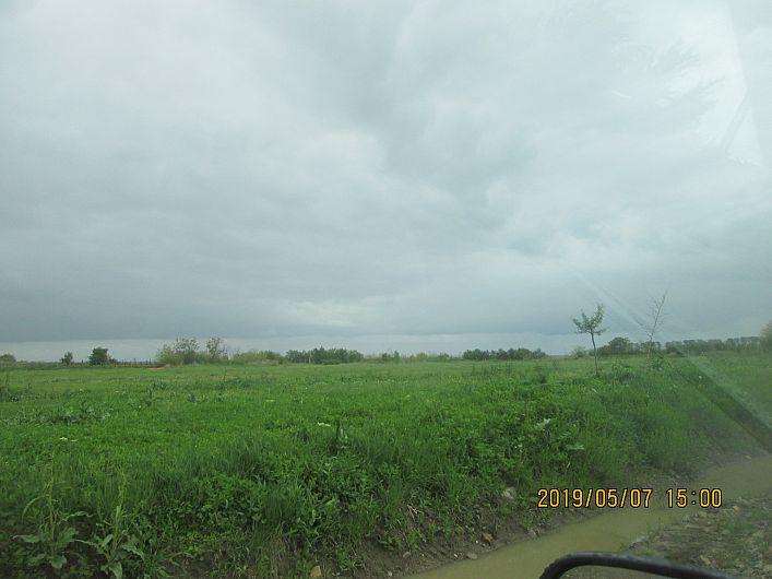 Foto 10 :terenul de sport din Bogza, comuna Sihlea, neîngrijit, propus se pare, pentru schimbarea destinației