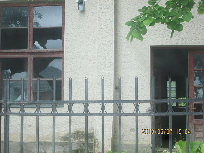 Foto 13 :starea de delăsare și dispreț pentru clădirea căminului cultural din Sihlea