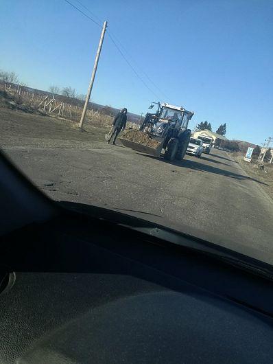 Și iată echipa de drumari care . . .-Foto:Stelian Ferariu-contul de facebook