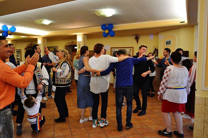 Cum au petrecut vrancenii alături de mulţi alţi români şi de italieni, de Paşte, la Roma-17