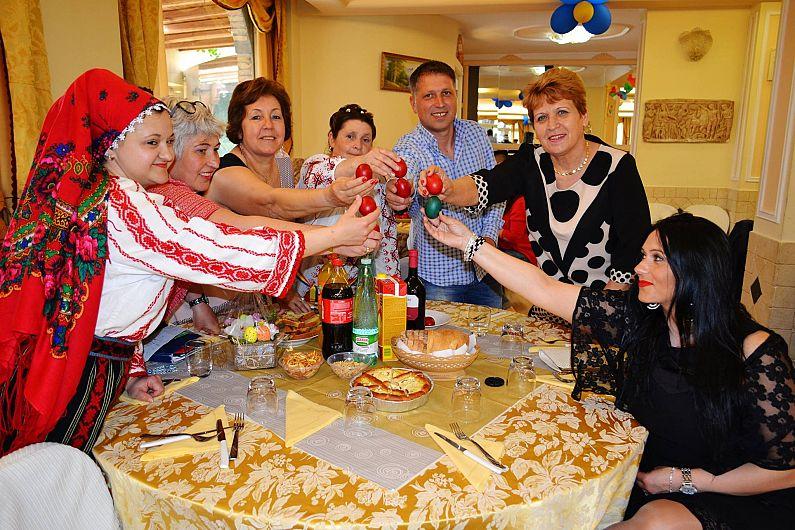 Cum au petrecut vrancenii alături de mulţi alţi români şi de italieni, de Paşte, la Roma-7