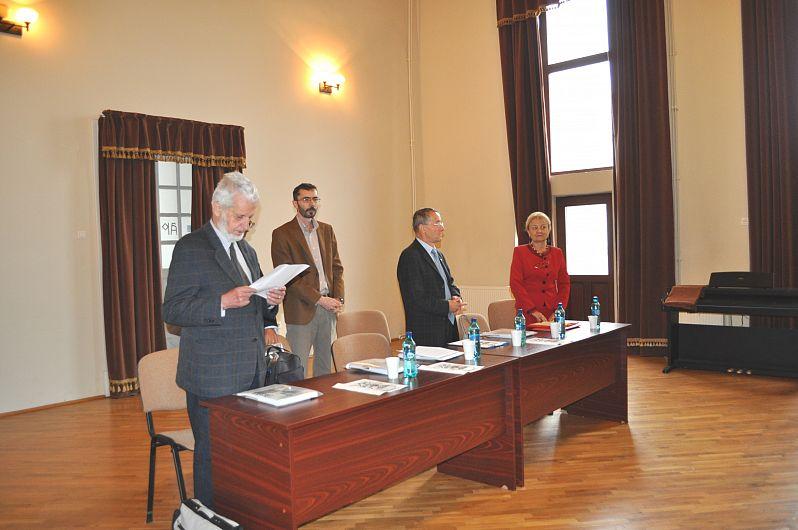 Foto3: Profesorul Șerban Dragomirescu la Atheneul Popular, prezentând comunicarea