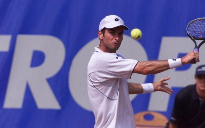 Sportivul vrâncean Adrian Voinea e cel care a avut cea mai neașteptată apariție la Roland Garros. În 1995, jucătorul născut în Focșani, dar mutat în Italia în adolescență pentru a se pregăti, reușea un traseu care i-a lăsat cu gura căscată pe iubitorii tenisului.Foto:treizecizero.ro