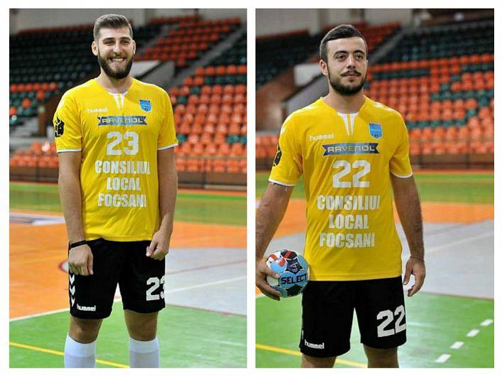 Pivotul Bogdan Rață (stânga) și extrema stângăValentin Mocanu( dreapta)  de la CSM Focșani 2007,convocați la lotul național al României de handbal masculin.Acesta a intrat în cantonament la București pentru ultimele două jocuri din preliminariile EURO 2020, pe 13 iunie la București cu Portugalia și pe 16 iunie la Nantes, cu Franța