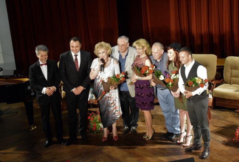Invitații compozitorului au depănat amintiri și au cântat melodii din repertoriul acestuia și al altor muzicieni români