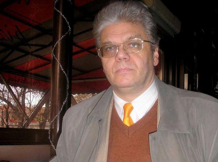 Scriitorul, publicistul, traducătorul și profesorul universitar, originar din Vrancea, Constantin Frosin, ar fi împlinit luni 12 octombrie 2020, 68 de ani