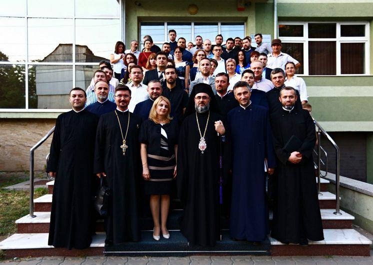 Fotografii preluate de pe site-ul:arhiepiscopiabzvn.ro.În galeria foto sunt postate mai jos 12 fotografii.Pentru a viziona toate fotografiile din galerie dați clik pe poza principală și apoi folosiți săgețile laterale