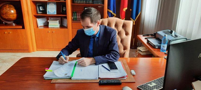 Actualul președinte al Consiliului Județean Vrancea, Cătălin Toma este nevoit, în cazul Casa Apostoleanu, să rezolve încurcăturile pe care i le-a lăsat moștenire Marian Oprișan pe vremea când conducea instituția