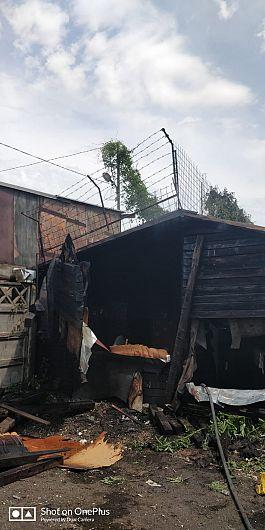 O anexă situată în apropierea Cimitirului Sudic din municipiul Focșani a ars  duminică 26 iulie 2020, în jurul prânzului, din cauza unei lumânări apinse rămasă nesupravegheată.Foto:ISU Vrancea