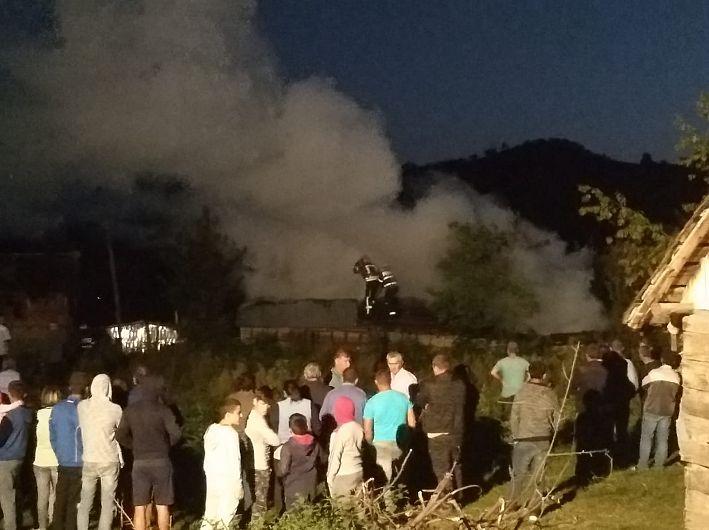 Fotografie transmsisă de la locul producerii incendiului de ISU Vrancea prinplt Cristina Pîrvu,purătorul de cuvânt al ISU Vrancea