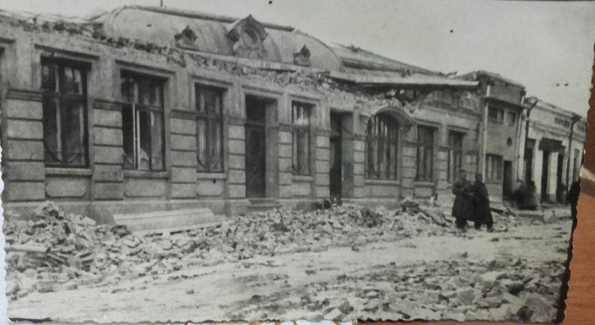 Strada Mare după cutremurul din1940 - astăzi zona Raiffeisen Bank- Loto. Foto:contul de facebook Gheorghiu Diana