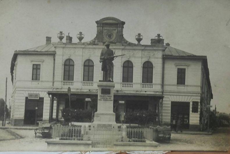 Cazinoul orașului Panciu, astăzi magazinul universal. Foto: contul de facebook Gheorghiu Diana