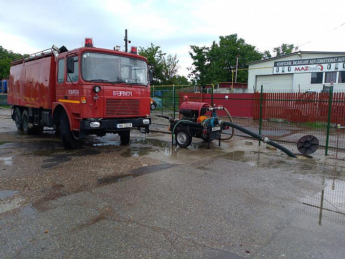 Interventie evacuare apă în Focșani, subsol CECCAR, str Scarlat Târnavitu-27.06.2018