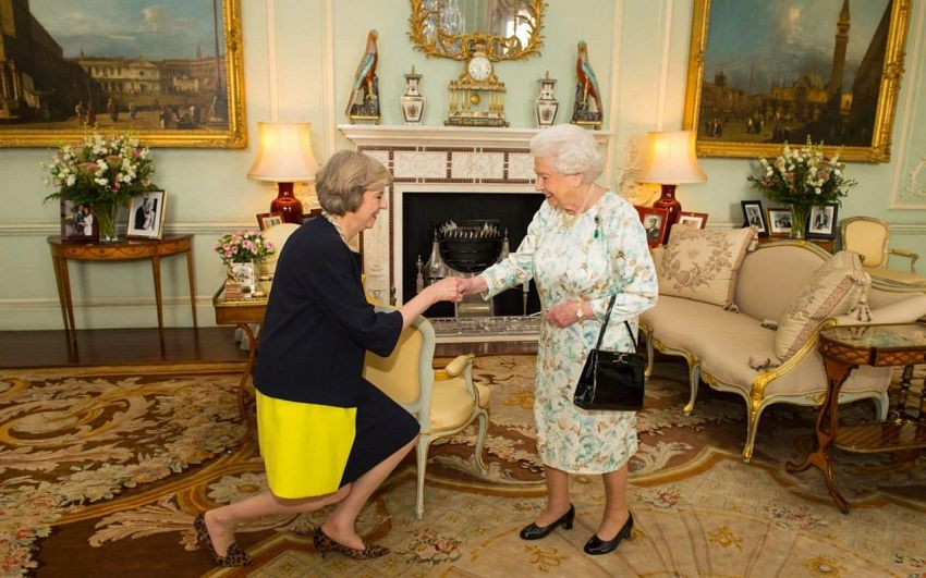 Regina merge pe mâna actualului premier