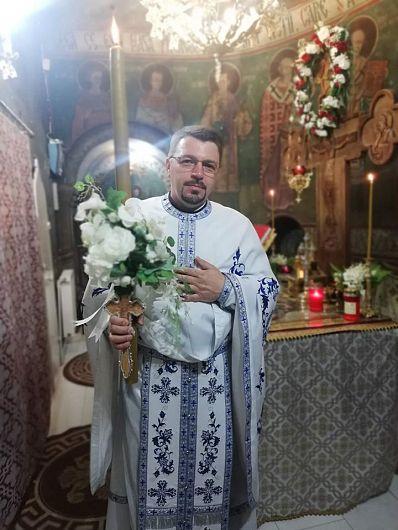 Preotul paroh vrânceandin satul Dragosloveni, comuna Dumbrăveni, Valeriu Roșcan-Foto:facebook