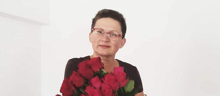 """Focșăneanca Manuela Elena Hornea este absolventă a Colegiului Național Al I Cuza, promoția 1986-1990 și a Universității """"Politehnica"""" din București"""