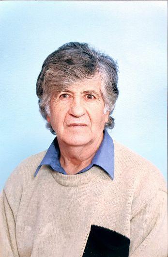 Profesorul Toader-TitelChirilă fostul director al Căminului Cultural din Năruja, soțul profesoarei de istorie-geografie, Neta Chirilă sub îngrijirea căreia a lua ființă și a funcționat la Năruja în urmă cu 29 de ani, Cercul de geografie-climatologie