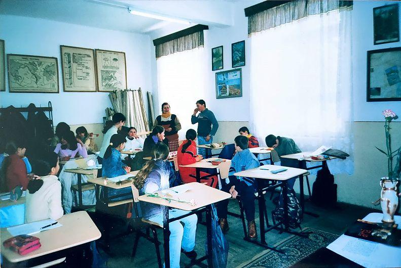 Cercul de geografie-climatologie înființat la Năruja în 1992, sub îngrijirea profesoarei pe atunci de istorie-geografie Neta Chirilă, a avut drept scop – consolidarea și lărgirea orizontului de cunoștințe generale, dar mai ales formarea deprinderilor de a cunoaște fenomenele atmosferice, cauzele care le determină și efectele lor asupra producției agricole.