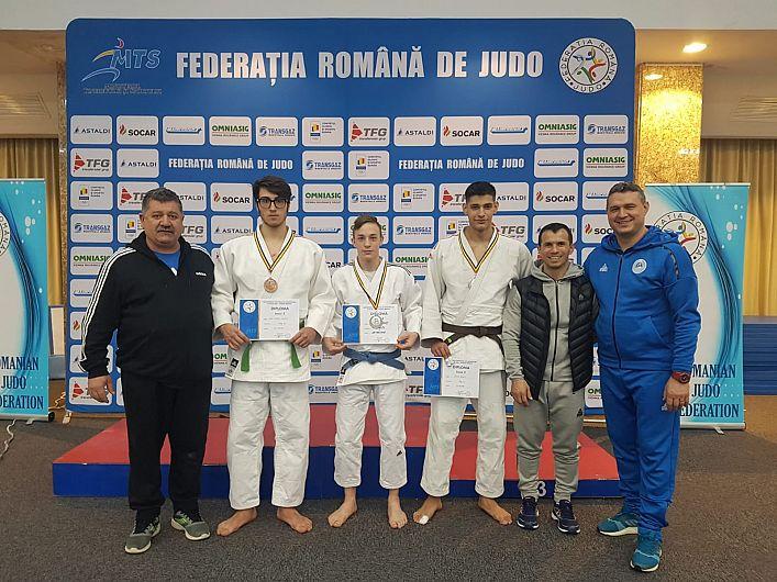 Judoka de la LPS -CSM Focșani , medaliați la Camipionatul Național individual de judo juniori II -U 18: Ionuț- Iulian Maholea - locul 2 la categoria 50 kg, Denis Stoica -locul 2 la categoria 90 kg, Florin Tiberiu Caba- locul 3  la categoria 90 kg, împreună cu antrenorii lor