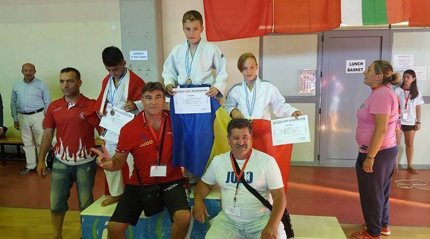 """""""Bravoooo Robert....esti...dar.....vei fi un mare campion.....""""-spune antrenorul Dumitru Zisu pe contul său de facebook despre  proaspătul campion balcanic"""