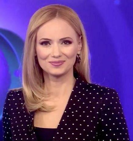 Liana Alexandru e filolog și jurnalist. A studiat la Colegiul Național Unirea din Focșani. Ulterior,a absolvit Facultatea de Litere la Universitatea București,urmată de un master în Lingvistică. Cu o carieră de 18 ani în radio și televiziune, a fost jurnalistă șiprezentatoare laRealitatea TV și Digi24. A plecat din televiziune în noiembrie 2018, după 7 ani petrecuți la Digi24.