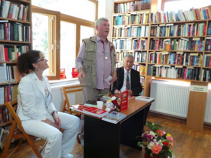 : Radu Borcea și-a lansat cartea în prezenţa a numeroși prieteni scriitori şi cititori
