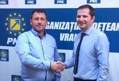 FOTO: Vasile Petrea, primarul comunei Homocea, împreună  cu senatorul Cătălin Toma președintele PNL Vrancea