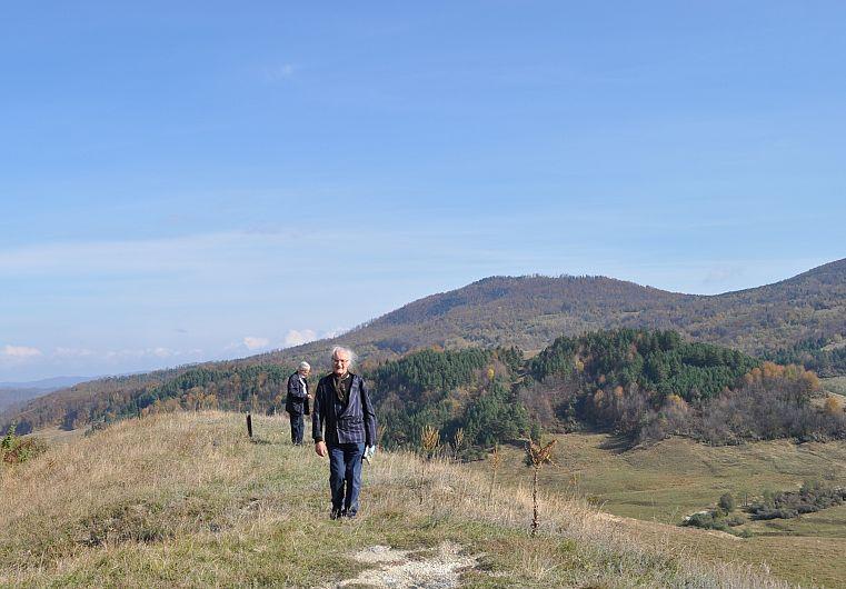 Foto4: Gheorghiță Geană urcând prin Munții Vrancei