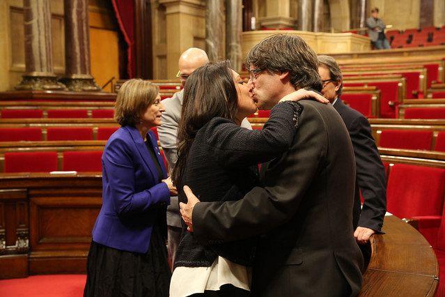 Puigdemont, alături de soția sa, româncă