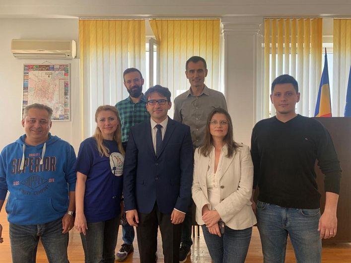 Foto  Liviu Macovei, alături de noua conducere a organizației municipale