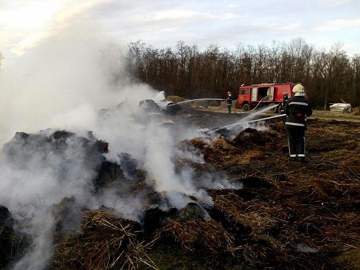 Foto:Incendiu baloți de furaje com. Ruginești