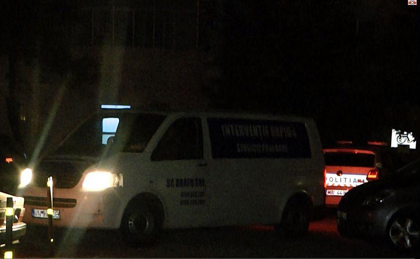 Foto: După miezul nopții, trupul neînsuflețit a fost dus la SML