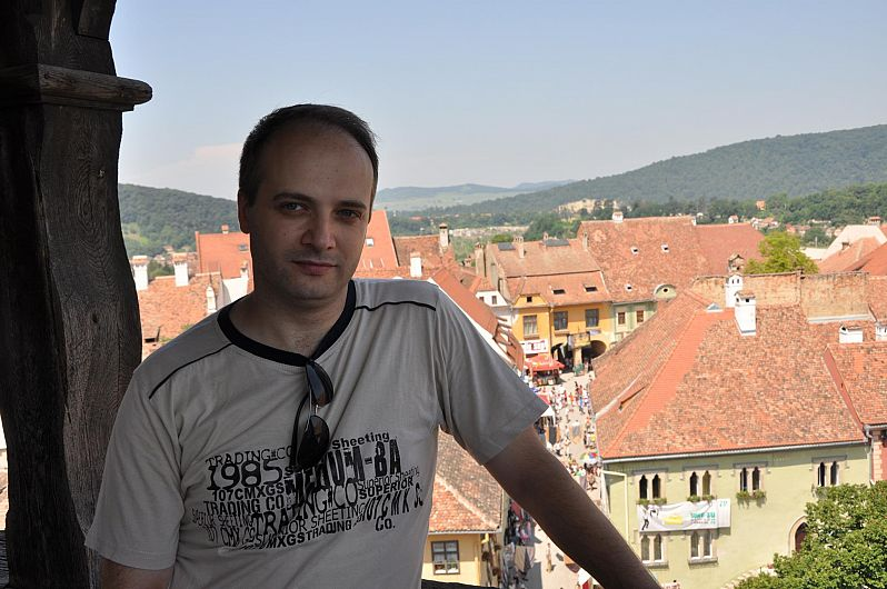 Dr Ioan Catalin Denciu,medicul primarspecializat ATI, care a salvat mai multi pacienti din al doilea salon afectat de incendiu izbucnit sâmbătă seara 14 noiembrie 2020,  la Spitalul Județean de Urgență Piatra Neamțsi care a suferit ranile cele mai grave este potrivit informațiilor neoficiale vehiculate-n mediul online local, originar din Focșani.El este fiul scriitorului vrâncean  Ioan Dumitru Denciu.Foto:facebook