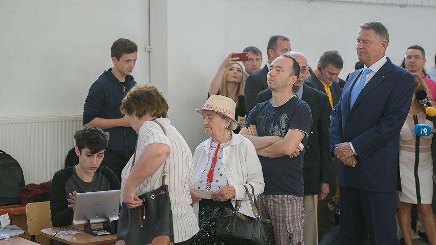 Șipreședintele Iohannis a stat la rând să voteze